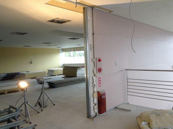 ステンレス壁見切り工事前の画像