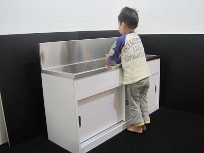 幼児用手洗いシンク